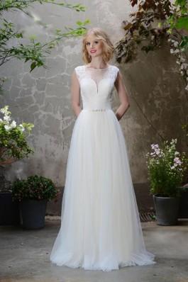 Originální krajkové bílé tylové lehké a vzdušné svatební šaty, jemná krajka zahradní svatba...