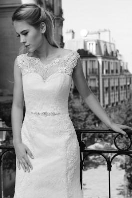 Originální krajkové bílé tylové lehké a vzdušné splývavé svatební šaty...