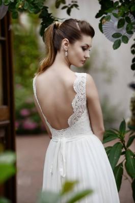 Lehké vzdušné svatební šaty, holá záda. krajka, splývavé, zahrada vintage...